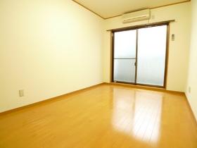 リムジン65 102号室
