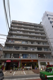 三田駅 徒歩8分エントランス