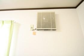 https://image.rentersnet.jp/45b42cf3-494b-4aba-afe3-88269d97e0ac_property_picture_2988_large.jpg_cap_バルコニーがないので洗濯物は室内干しです。換気扇を使いましょう。