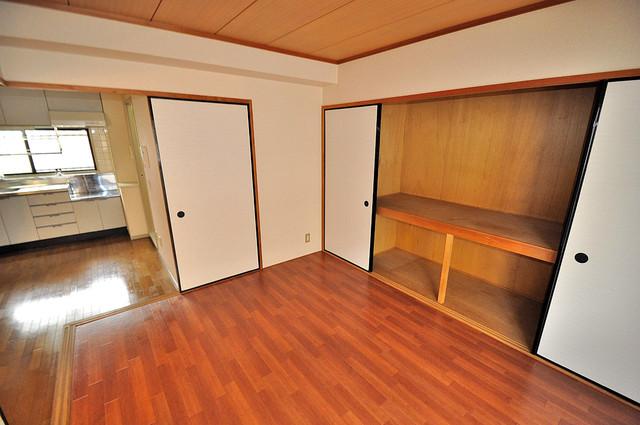 シャンピニヨン岩崎 落ち着いた雰囲気のこのお部屋でゆっくりお休みください。