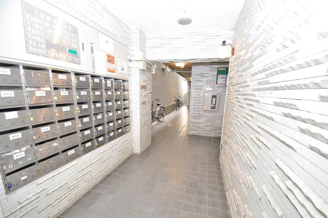 メゾンドール新今里 エントランス内には各部屋毎のメールボックスがあります。