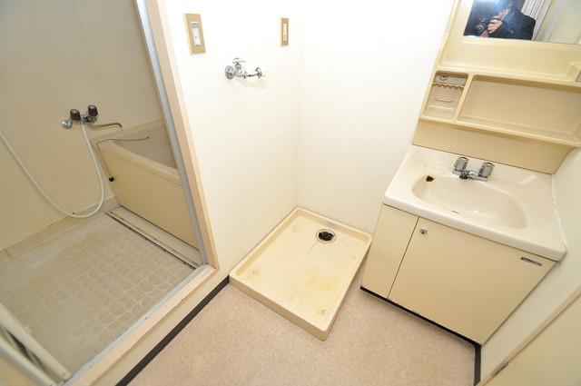 七福興産ビル 洗濯機置場が室内にあると本当に助かりますよね。