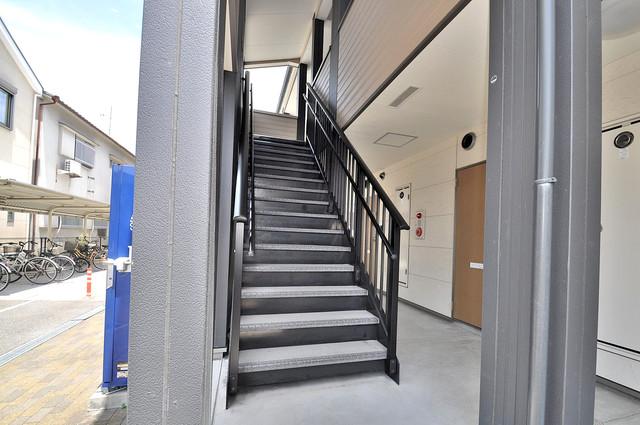 ハートハイム 2階に伸びていく階段。この建物にはなくてはならないものです。