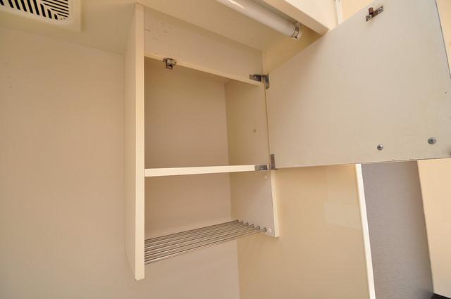 YOUハイム寿Ⅱ番館 キッチン棚も付いていて食器収納も困りませんね。