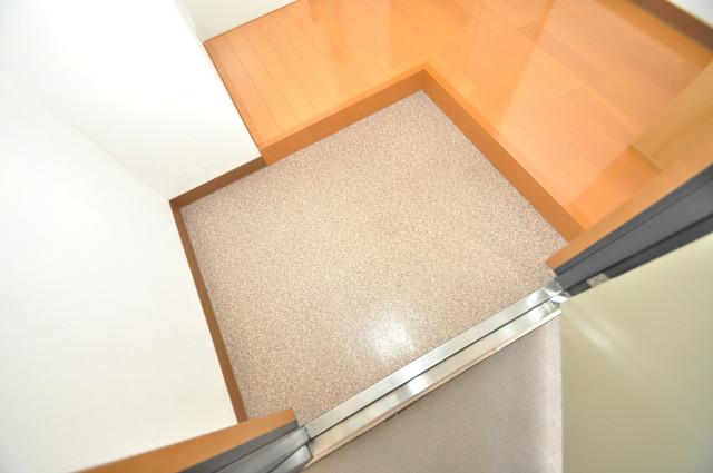 グランドール北巽 明るい玄関には大きめのシューズボックスがありますよ。