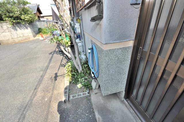 若江本町4-8-40貸家 植木鉢などを置いても良いかもしれませんね。