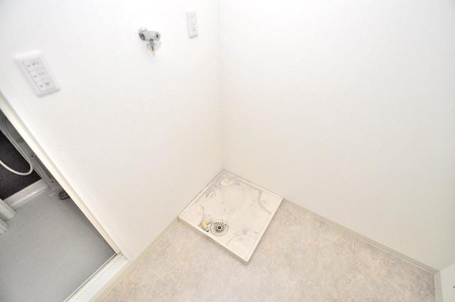 ルミエール・フジ 洗濯機置場が室内にあると本当に助かりますよね。