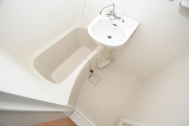 アミティ近大通り ちょうどいいサイズのお風呂です。お掃除も楽にできますよ。