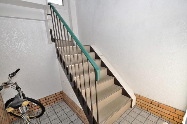 レジデンス小若江 この階段を登った先にあなたの新生活が待っていますよ。