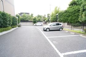 https://image.rentersnet.jp/47c66ed277d5c1835a70795fc6cbf16c_property_picture_1800_large.jpg_cap_駐車場