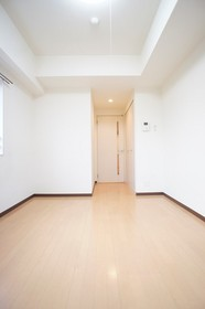 https://image.rentersnet.jp/47daf7bb-1eee-4ebd-a7da-9920e1096451_property_picture_961_large.jpg_cap_照明付きの洋室