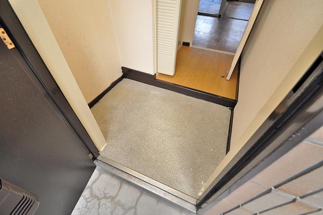 ラ・フォーレ西堤 玄関から部屋が見えないので急な来客でも安心です。