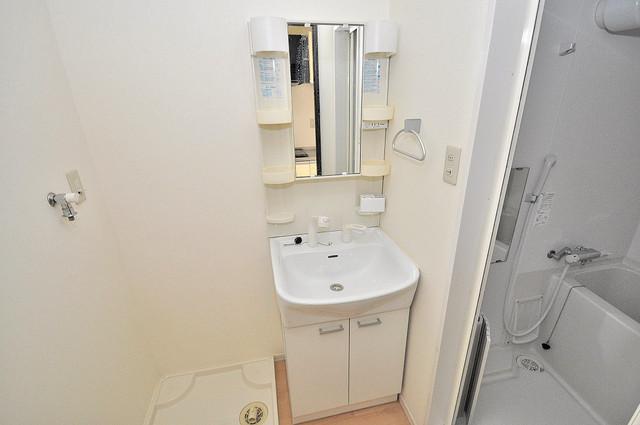 GRACE COURTⅡ 人気の独立洗面所はゆったりと余裕のある広さです。