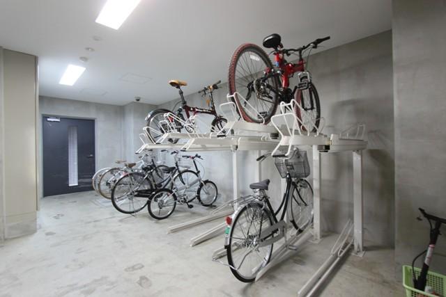 ラグジュアリーアパートメント横浜黄金町駐車場