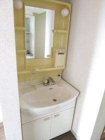 https://image.rentersnet.jp/4858ef14-bef0-45ab-91e5-234d355859e6_property_picture_958_large.jpg_cap_うれしい洗面台つき♪