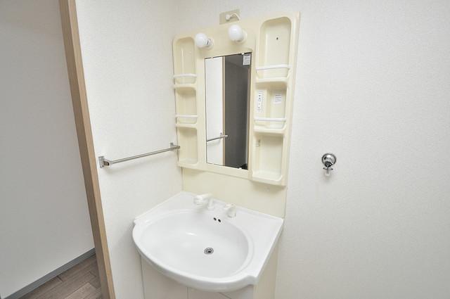 ソレアード三貴 広い洗面所はご家族の多い、忙しい朝にも十分対応してくれます。