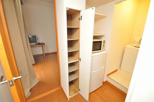 レオパレス今津 各所に収納があるので、お部屋がすっきり片付きますね。