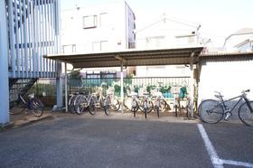駐輪所も広いスペースであります。