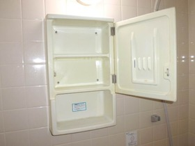 浴室内にある洗面洋キャビネット