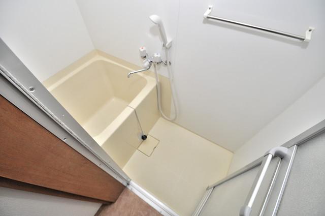 御厨栄町2丁目貸家 コンパクトだけど機能性バッチリ。シンプルライフに十分のお風呂。