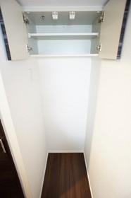 冷蔵庫置き場 上部に棚付き