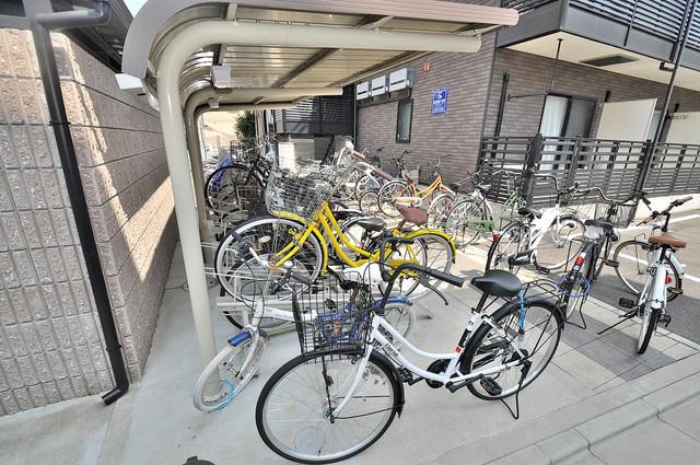 フローライト長瀬 屋内にある駐輪場は大切な自転車を雨から守ってくれます。