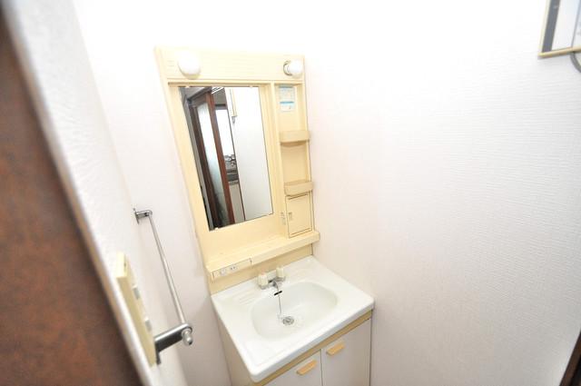 冨永コーポ 人気の独立洗面所はゆったりと余裕のある広さです。