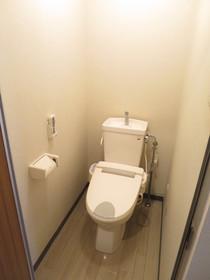 https://image.rentersnet.jp/4a737a76-bbbd-4d02-8161-b5387ec44bcb_property_picture_958_large.jpg_cap_トイレ