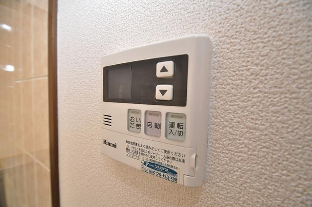 豊都ビル 給湯リモコン付。温度調整は指1本、いつでもお好みの温度です.