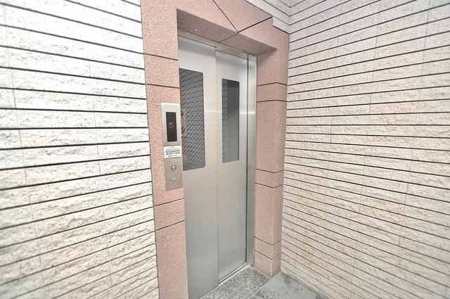 ビクトワール小阪 エレベーターホールもオシャレで、綺麗に片づけられています。