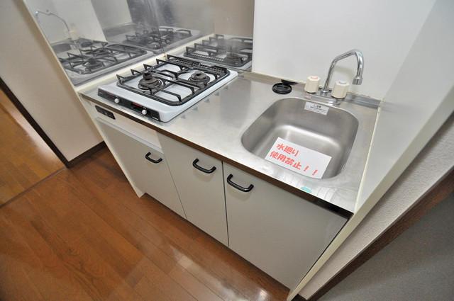 アンプルール フェール寿 2口ガスの単身用には珍しいキッチン。