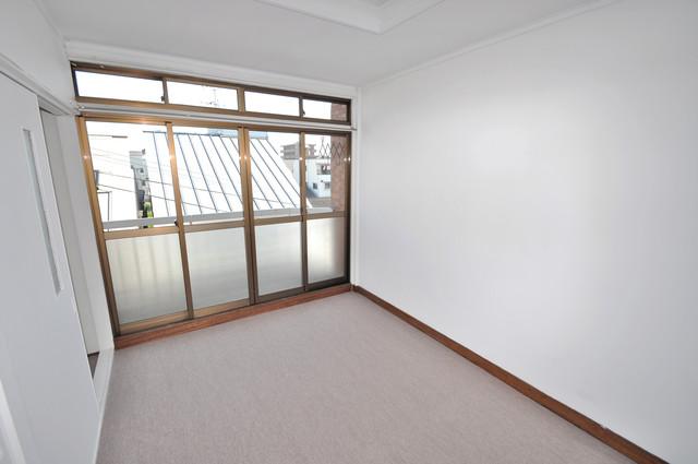 太平寺2丁目 連棟住宅 朝には心地よい光が差し込む、このお部屋でお休みください。