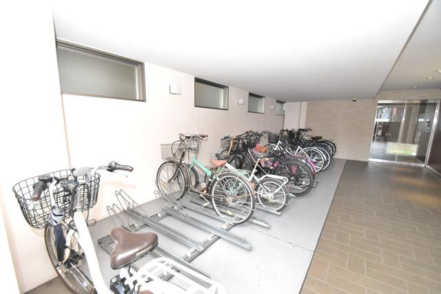 ソレイユ真田山 屋内にある駐輪場は大切な自転車を雨から守ってくれます。