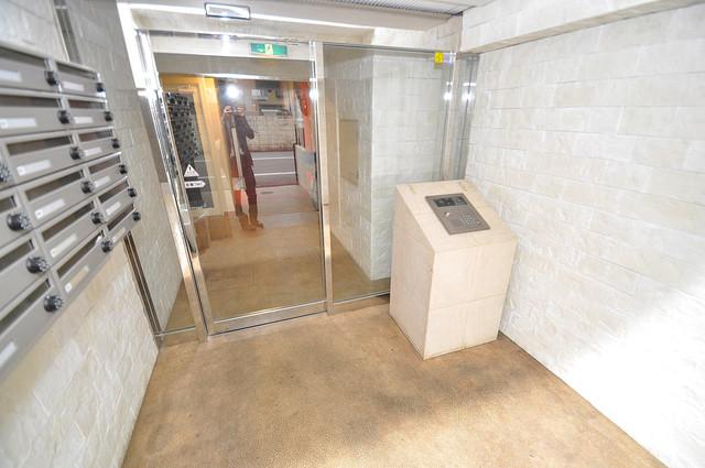 ラフォーレ菱屋西Ⅱ オシャレなエントランスは安心のオートロック完備です。