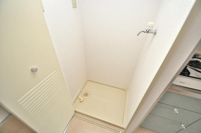 メゾン・ド・ヴィレ 深江 嬉しい室内洗濯機置場。これで洗濯機も長持ちしますね。