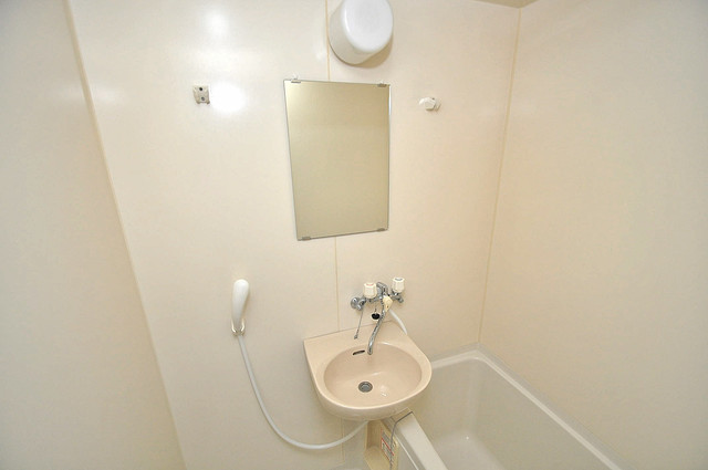 リバーサイド金岡Ⅱ番館 可愛いいサイズの洗面台ですが、機能性はすごいんですよ。