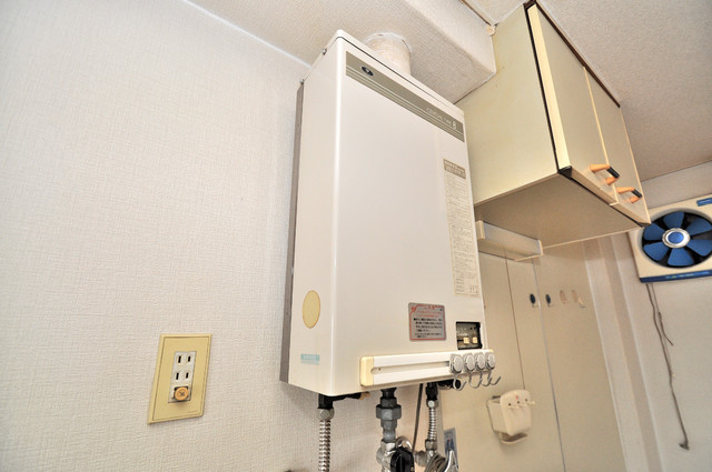 エホールⅢ ガス給湯器もしっかりついていて瞬時のお湯でも大丈夫。