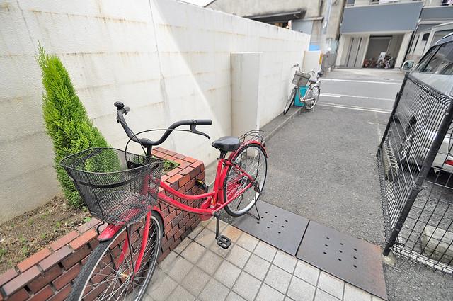タカイダ西ハイツ 敷地内には専用の駐輪スペースもあります。