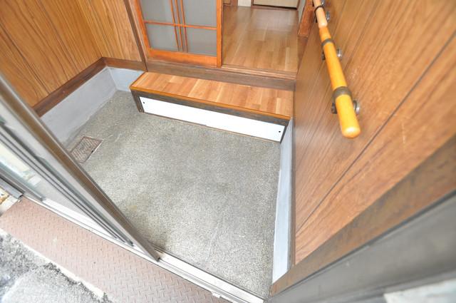 大蓮東5-5-12 貸家 玄関口が大きいので、とても解放感があります。