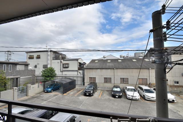 湊川マンション この見晴らしが陽当たりのイイお部屋を作ってます。