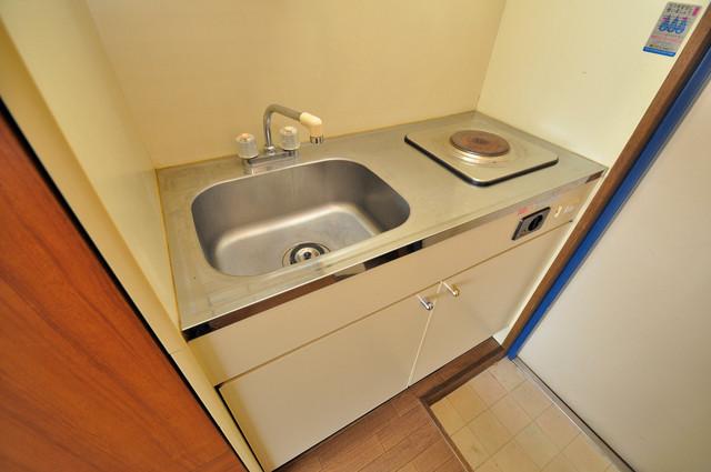 コボックス 落ち着いた色合いのキッチン。使い勝手も良いです。