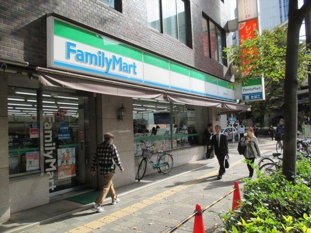 ファミリーマート梅田中津店
