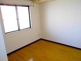 玄関側4.8帖の洋室(フローリング)
