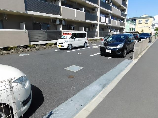 本厚木駅 バス10分「妻田薬師」徒歩4分駐車場