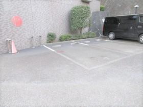 相武台西パーク・ホームズ駐車場