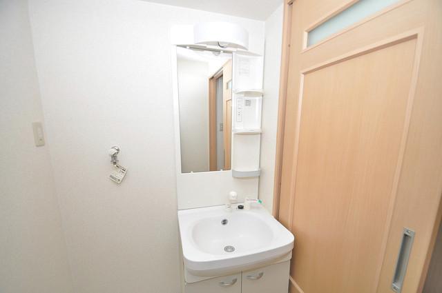 エスポワール永和 独立した洗面所には洗濯機置場もあり、脱衣場も広めです。