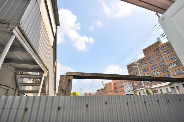 サニーハイム上小阪 バルコニーは風通しも良い。癒される空間ですね。