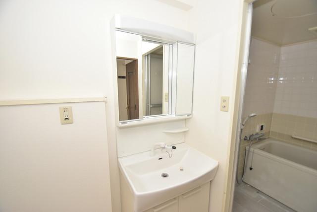 ポルト巽 独立した洗面所には洗濯機置場もあり、脱衣場も広めです。