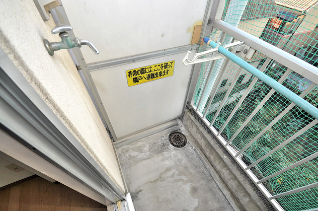 ツインコンフォートハイツ岩崎 洗濯して一歩も動かずに洗濯物を干せるのがうれしいですね。