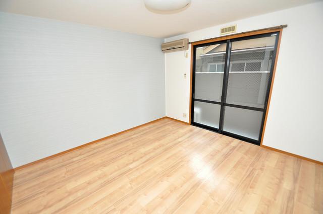アット・トーク 明るいお部屋はゆったりとしていて、心地よい空間です